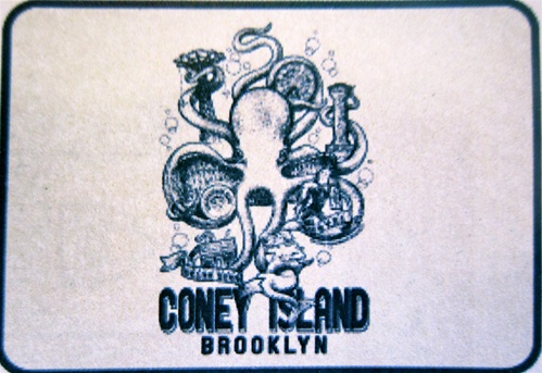 "Octopus holding up Coney Island Beach Sweatshirt Blanket (54' x 84"")"