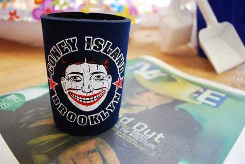 Coney Island Can Cozie with Tillie Face [NAVY]